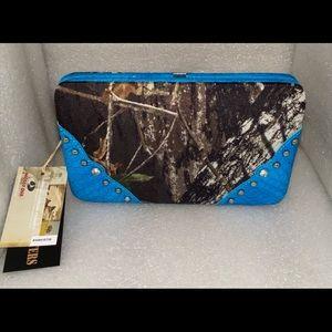 Mossy oak blue trim camo clutch wallet